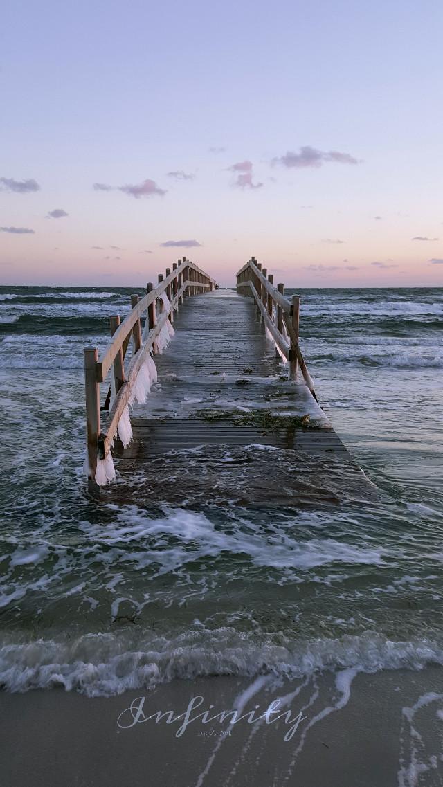 #molo #sea #winter #frozen #january #waves #beauty #horisont #sky #VanishingPoint