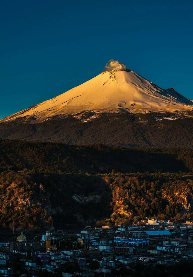 Amanecer dorado :D popocatepelt  #photography #freetoedit #nature #calpan #mexican #mountain #travel #snow #cute