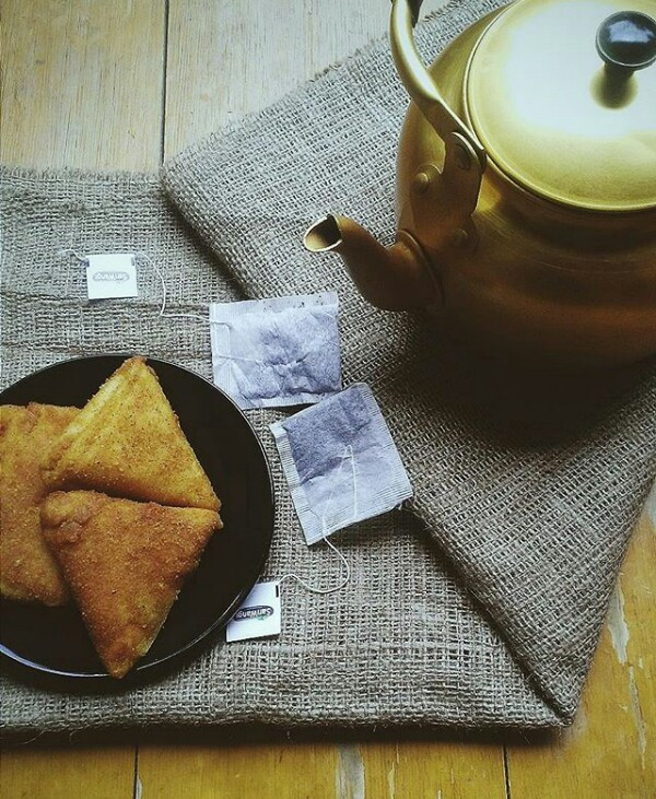 Let's eat....#food #emotions #photography #lifestyle #vsco #light #summer #picsart #tea#stilllife